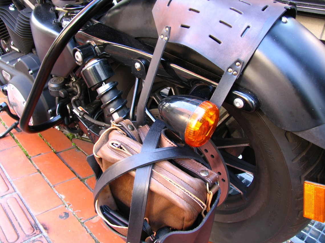 革製オリジナル サドルバッグ